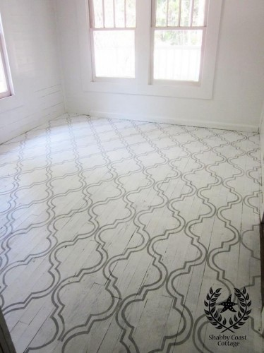 painted floor design using stencil